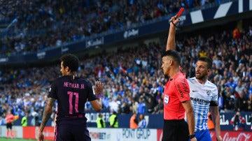 Neymar, en el momento de ser expulsado en La Rosaleda