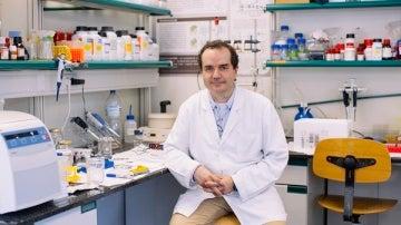 El profesor Francisco Ciruela, de la Facultad de Medicina y Ciencias de la Salud, el Instituto de Neurociencias de la UB y el IDIBELL.