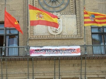 Pancarta que reivindica la Ley de la Memoria Histórica en Zaragoza