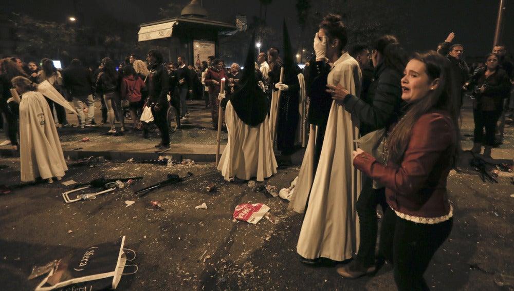 Imagen de los disturbios de la Madrugá en Sevilla