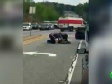 Despiden a dos policías por su agresión a un conductor en Estados Unidos