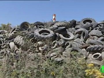 El mayor cementerio de neumáticos de toda Galicia está a punto de ser historia