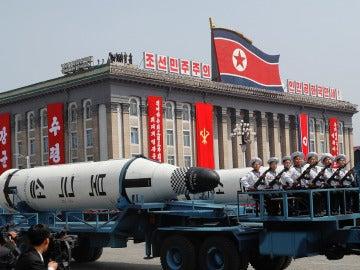 Misil presentado durante el desfile militar del Día del Sol en Corea del Norte (Archivo)
