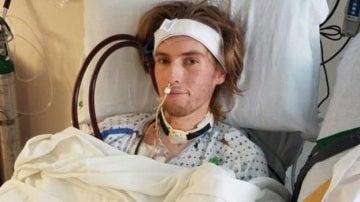 Riley Hancey durante su ingreso en el hospital