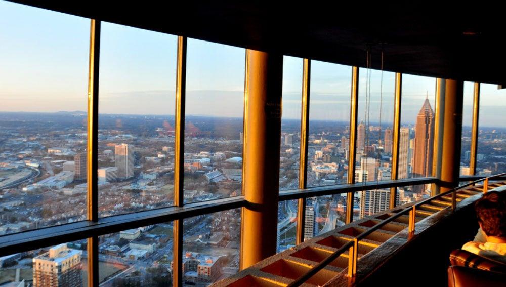 Vista desde el interior del restaurante de Atlanta en el que ha muerto un niño