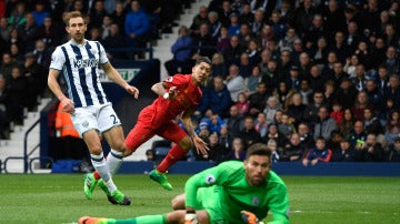 Roberto Firmino anota el 0-1 ante el West Bromwich