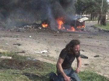 Un fotógrafo se derrumba tras los atentados en Alepo