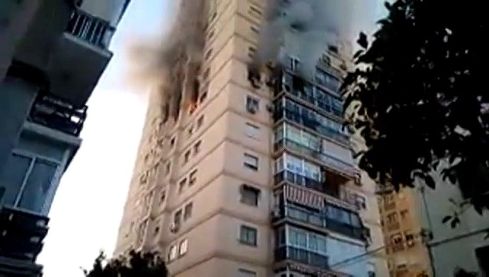 Incendio en un edificio del barrio de Ciudad Jardín en Málaga