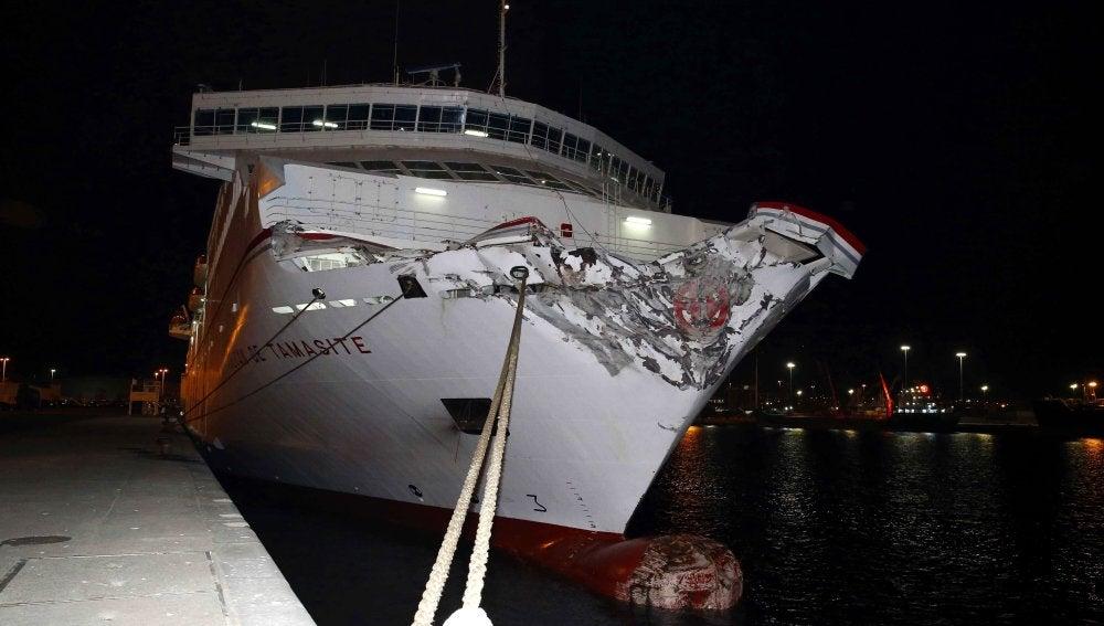 Resultado de imagen de Un accidente de ferry en Las Palmas causa un vertido de 3 Km