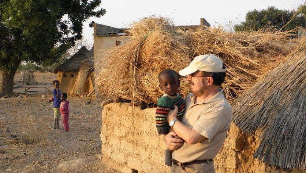 """Luis Pernía, el """"cura obrero"""" que ayuda a los refugiados"""