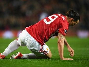 Ibrahimovic, tendido en el suelo