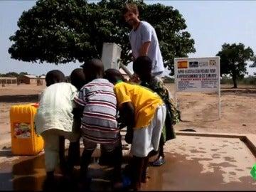 Niños de los lugares beneficiados por la empresa Auara