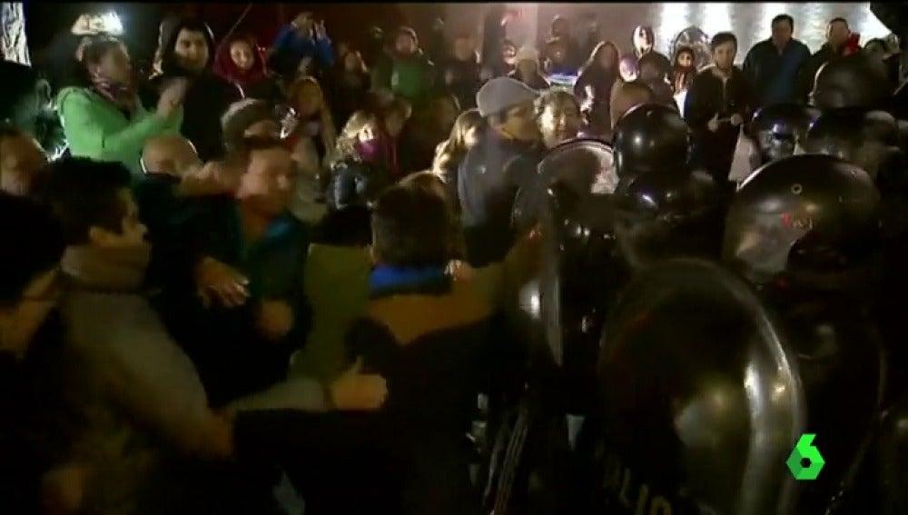 Enfrentamientos entre la Policía y los manifestantes contra la expresidenta Cristina Fernández de Kirchner