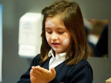 Los dermatólogos conciencian a los más pequeños de los efectos negativos del sol
