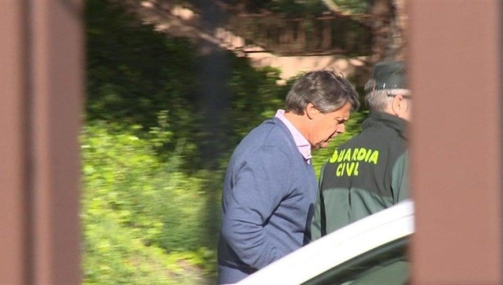 Pablo González entrando en prisión