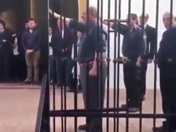 Cantan el 'Cara al sol' en el funeral por el exministro franquista Utrera Molina frente a Ruiz-Gallardón
