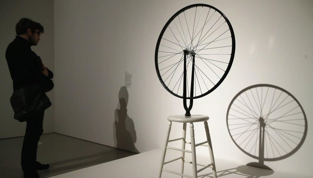 Muestra de una rueda en una exposición