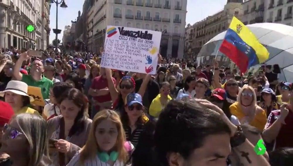 Venezolanos protestando contra Nicolás Maduro en la Puerta del Sol, Madrid