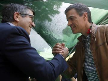 Patxi López y Pedro Sánchez coinciden en el Sant Jordi