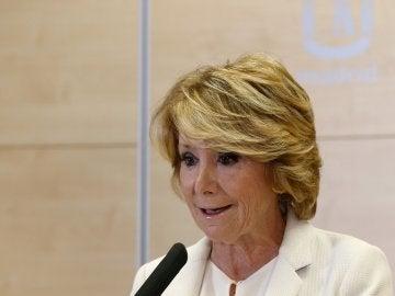 Esperanza Aguirre anunciando su dimisión (Archivo)