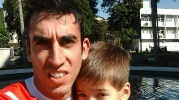 Fernando Sierra posando con Felipe Romero