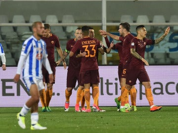 Nainggolan celebra su gol ante el Pescara