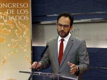 Antonio Hernando ante los medios