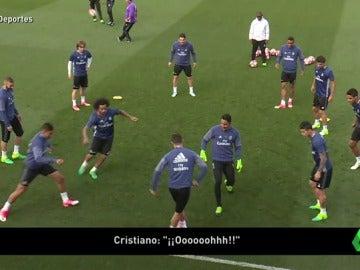 Frame 1.997511 de: ¡Alucina! La nueva genialidad de Cristiano Ronaldo en el entrenamiento del Real Madrid
