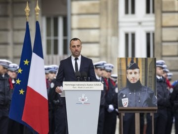 Etienne Cardiles rinde homenaje a su marido