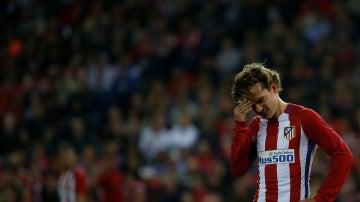 Griezmann se lamenta tras una ocasión errada ante el Villarreal