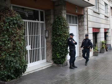Policía a las puertas de la casa de Jordi Pujol