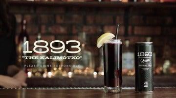 Frame 2.334968 de: Pepsi revela la fórmula del 'kalimotxo glamour': vino tinto y cola de toda la vida, pero con clase