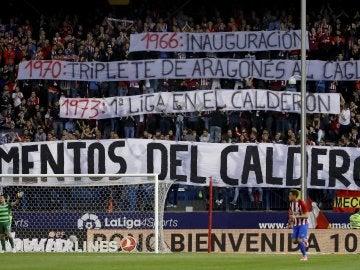 Pancartas del Frente Atlético rememoran los momentos del Calderón