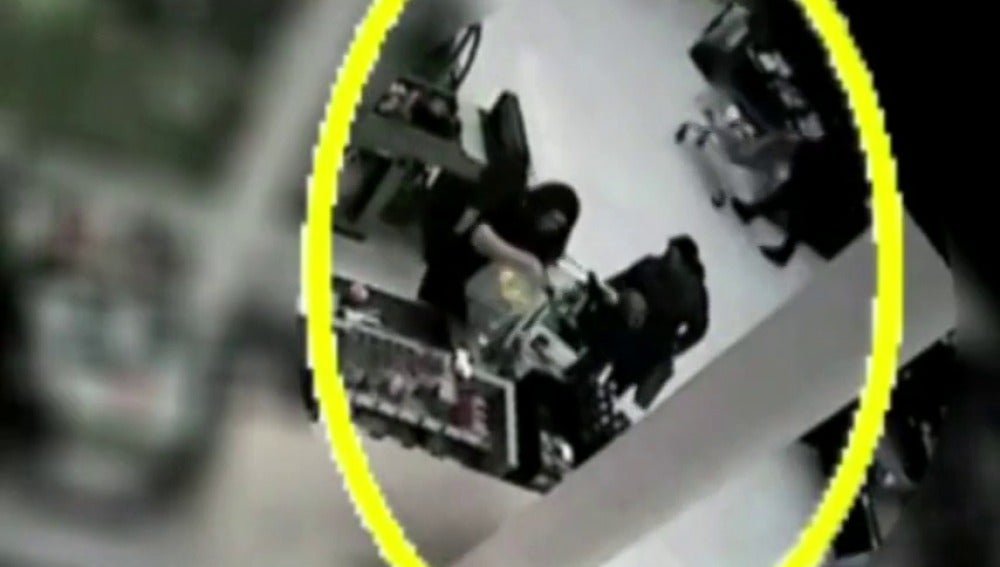 Frame 6.825761 de: El momento en el que una mujer intenta secuestrar el bebé de una desconocida en un hipermercado