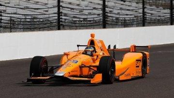 Fernando Alonso, dando sus primeras vueltas al óvalo de Indianápolis