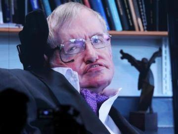 Stephen Hawking durante una conferencia