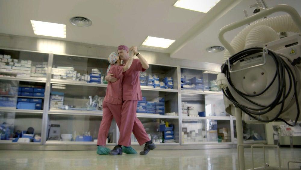 Médicos bailan en el Hospital La Paz