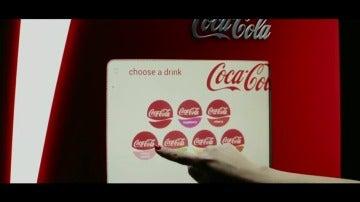 Frame 22.087512 de: Instalan en España la primera máquina de Coca Cola que permite a los usuarios elegir el sabor de su refresco