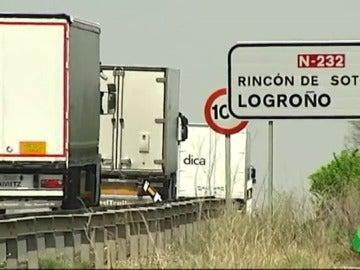 Camiones transitando por un tramo de la N232