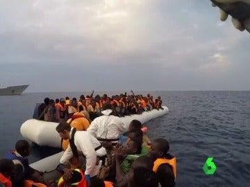 La fragata española 'Canarias' rescata a 651 personas en el Mediterráneo