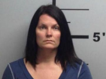 Kerrie Lenkerd, detenida y acusada por disparar contra el menor de 14 años que intentaba violar al perro de un vecino