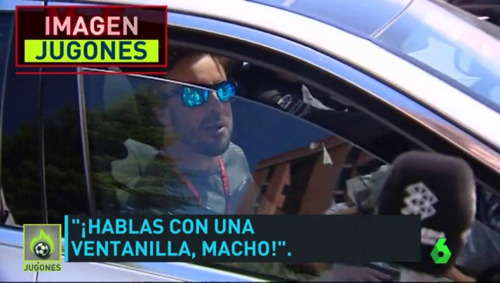 """Frame 55.509242 de: Fernando Alonso, tras ser cazado jugando al pádel: """"¡Hablas con una ventanilla, macho!"""""""