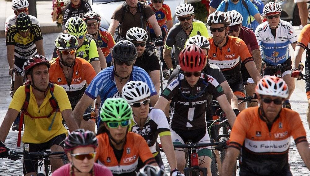 Cientos de ciclistas despiden al tercer ciclista fallecido
