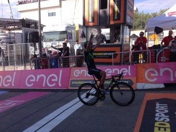 Gorka Izaguirre, celebrando su victoria en el Giro de Italia