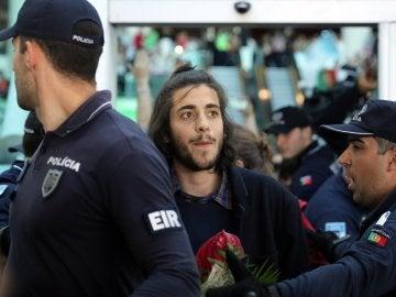 Salvador Sobral, ganador de Eurovisión, a su llegada a Lisboa