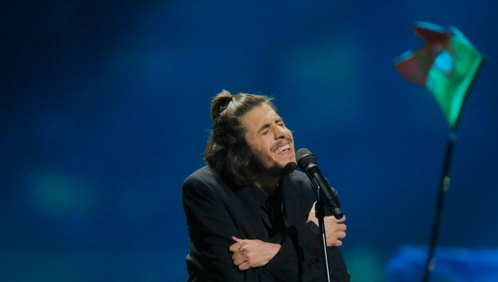 el ganador de eurovisión salvador sobral, ingresado a la espera de
