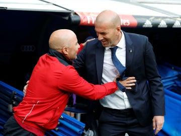 Zidane y Sampaoli se saludan antes del Real Madrid - Sevilla