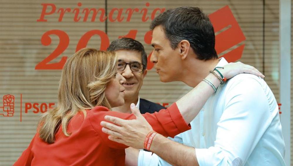 Discreto saludo entre Susana Díaz y Pedro Sánchez en Ferraz, con Patxi López de testigo