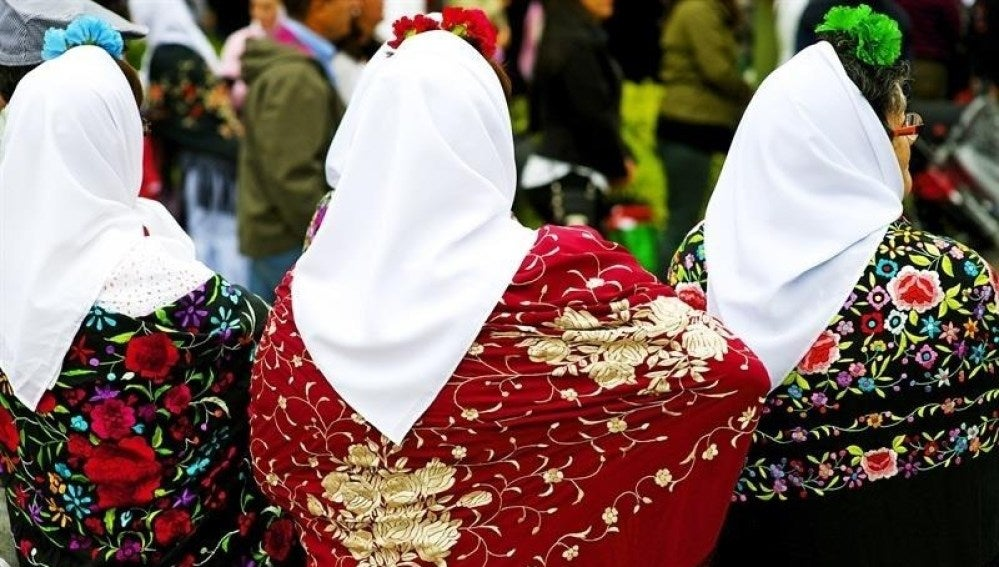 Tres madrileñas celebran San Isidro