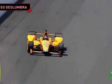 Frame 33.449444 de: Fernando Alonso impresiona en la Indy